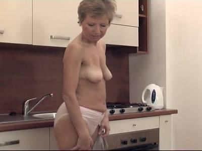 guter porno hausfrau masturbiert